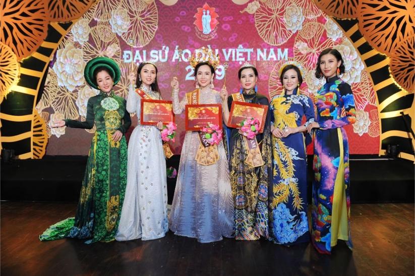 Trương An Xinh đăng quang Đại sứ Áo dài Việt Nam bảng Quý bà ảnh 6