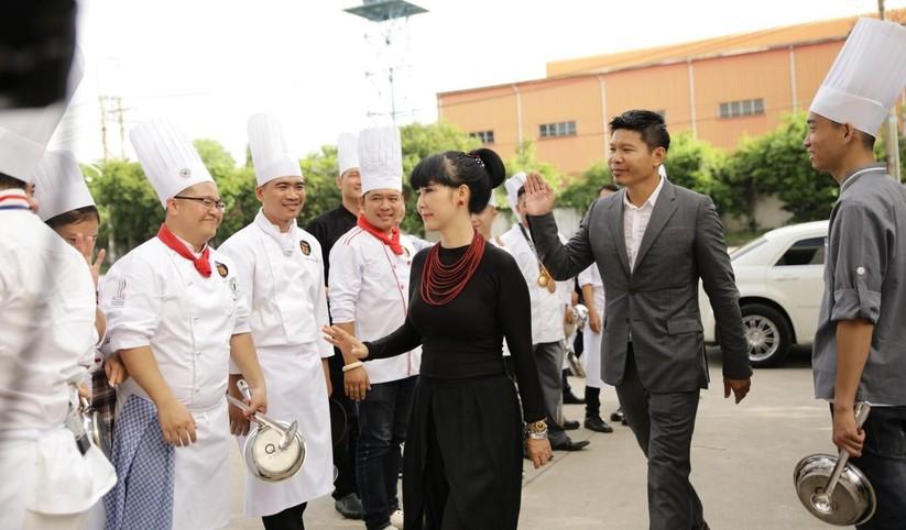 """Đầu bếp của những ngôi sao Hollywood cầm cân nảy mực """"cuộc chiến"""" tìm quán quân Top Chef Việt ảnh 4"""