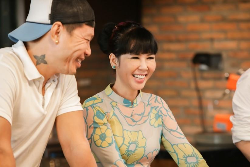 """Đầu bếp của những ngôi sao Hollywood cầm cân nảy mực """"cuộc chiến"""" tìm quán quân Top Chef Việt ảnh 3"""