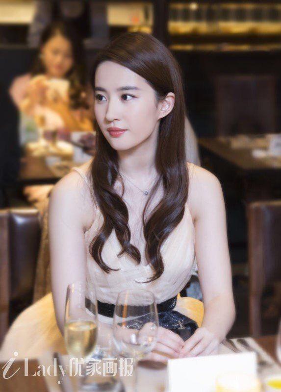"""Tiếc nuối vẻ đẹp không tì vết của """"Tiểu long nữ"""" Lưu Diệc Phi ảnh 7"""