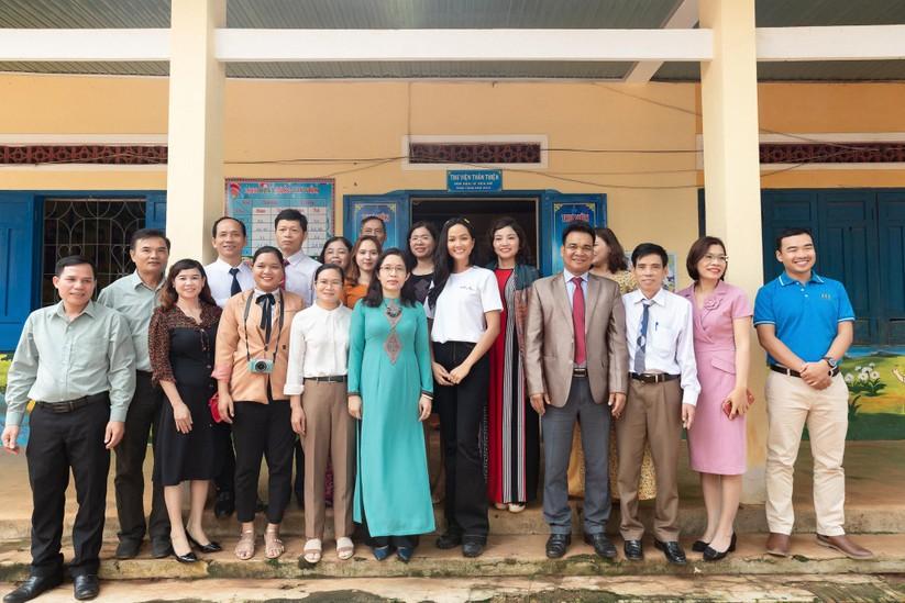 Hoa hậu H'Hen Niê trở về khai giảng trường xưa ảnh 5