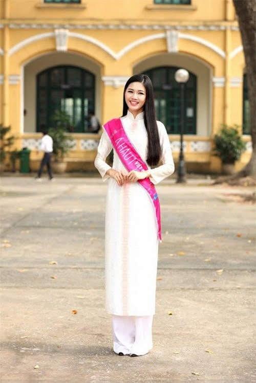 Hoa hậu, Á hậu lộng lẫy duyên dáng áo trắng sân trường ảnh 4