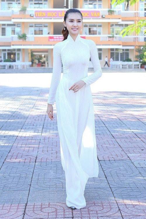 Hoa hậu, Á hậu lộng lẫy duyên dáng áo trắng sân trường ảnh 6