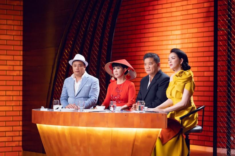 Các giám khảo Jack Lee, Trịnh Diễm Vy, Dương Huy Khải và Lý Nhã Kỳ
