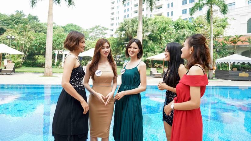 Thí sinh Hoa hậu Hoàn vũ đẹp lộng lẫy đua sắc với BGK ảnh 4