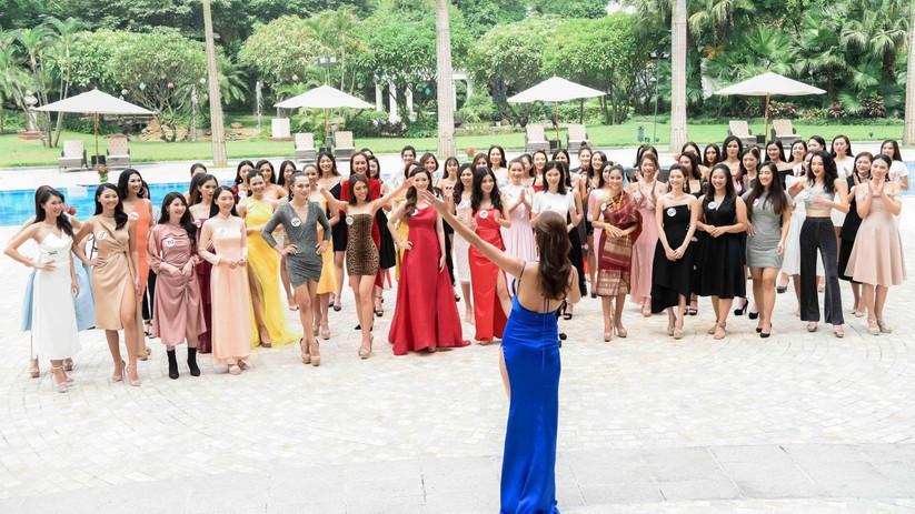 Thí sinh Hoa hậu Hoàn vũ đẹp lộng lẫy đua sắc với BGK ảnh 3