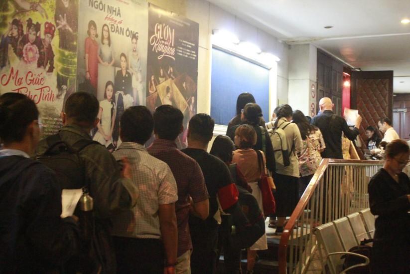 Khán giả xếp hàng dài tại Idecaf (Thành phố Hồ Chí Minh)