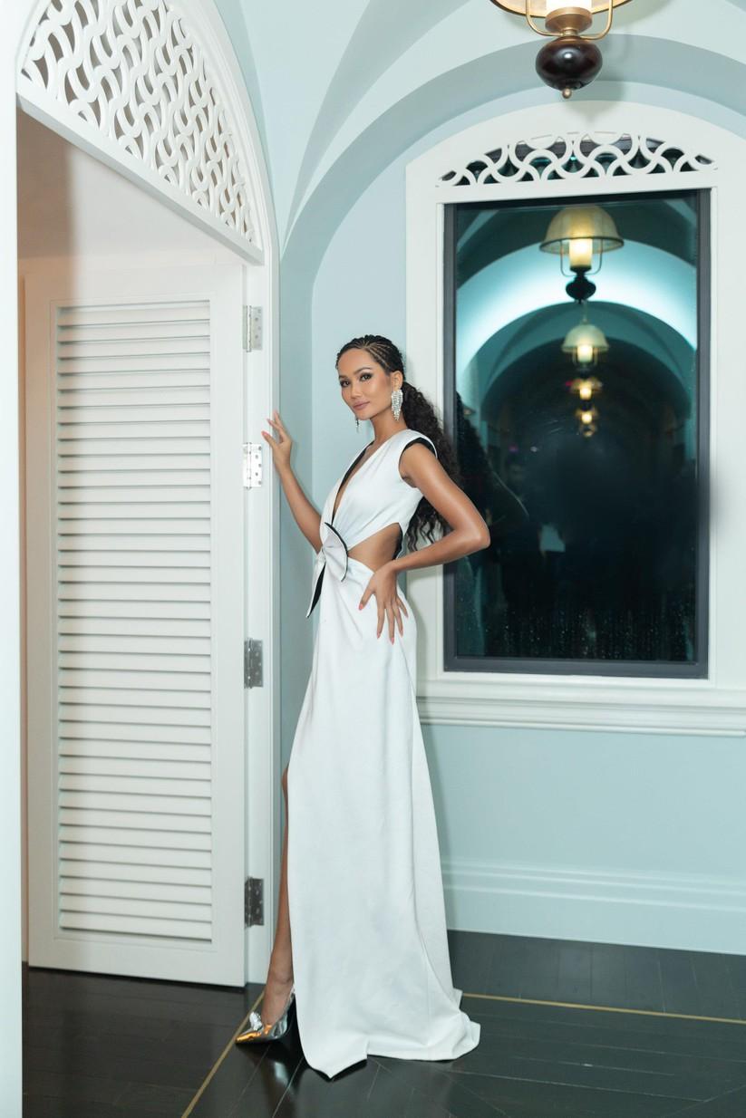 Hoa hậu H'Hen Niê hóa gái tây hoang dã ảnh 6