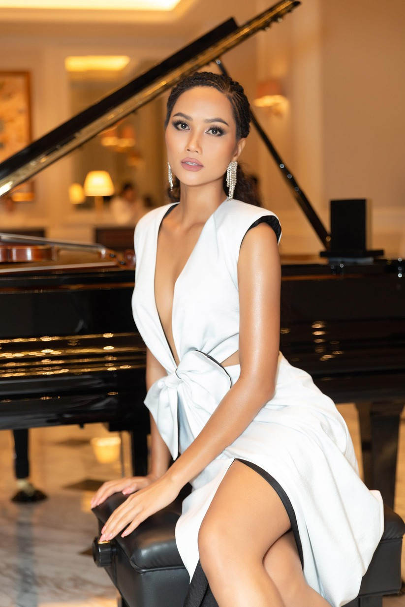 Hoa hậu H'Hen Niê hóa gái tây hoang dã ảnh 11