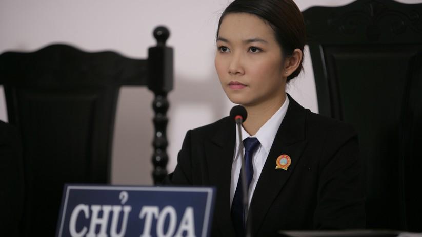 Thẩm phán Trâm xinh đẹp do Lã Thiên Cầm thủ vai