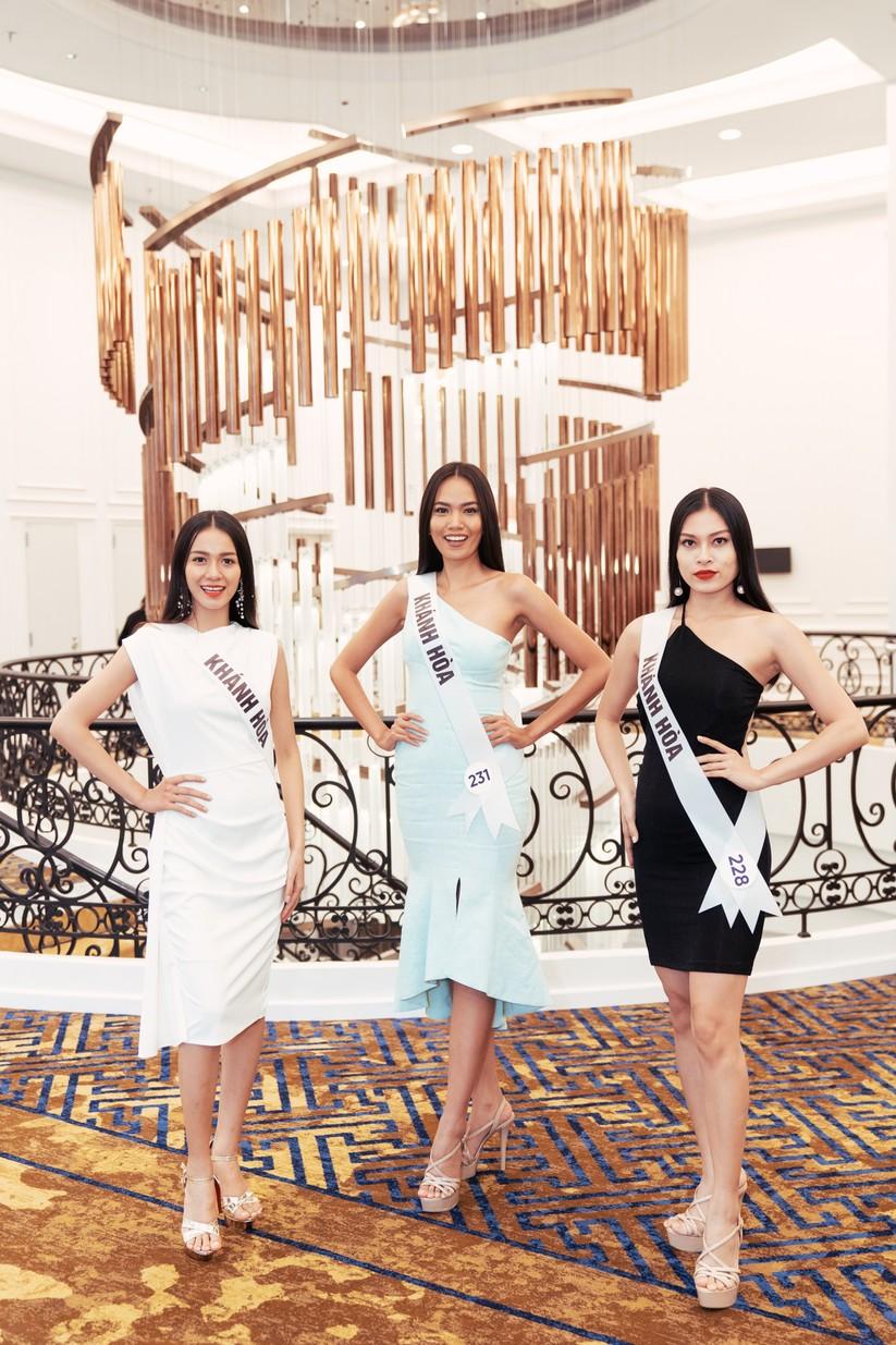 Hoa hậu H'Hen Niê khác lạ với tóc rất dài đua sắc cùng thí sinh Hoa hậu Hoàn vũ ảnh 15