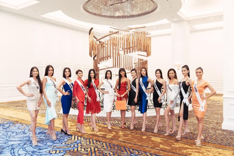 Hoa hậu H'Hen Niê khác lạ với tóc rất dài đua sắc cùng thí sinh Hoa hậu Hoàn vũ ảnh 18