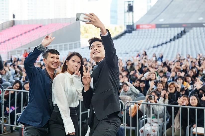 Đoàn làm phim đươc khán giả Hàn chào đón nồng nhiệt
