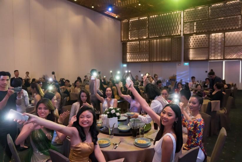 Đêm tiệc lộng lẫy của các Hoa hậu thu 1 tỷ 40 triệu đồng ảnh 4
