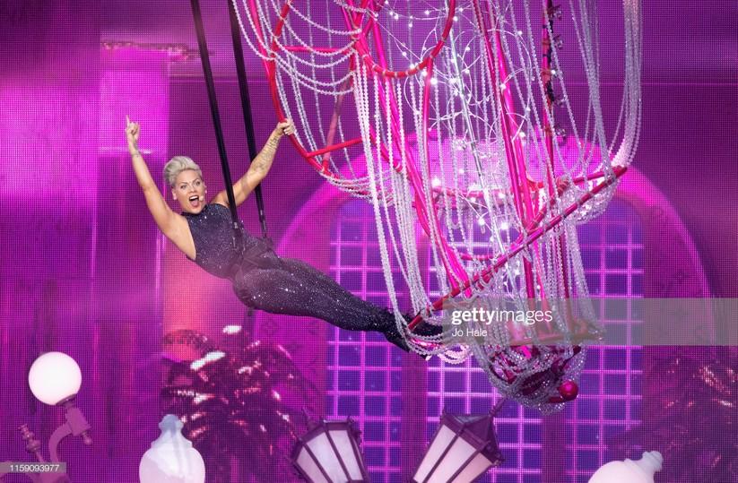 Pink Performs tại sân vận động Wembley (London - Anh)