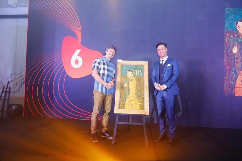 MC Phan Anh và người mua tác phẩm