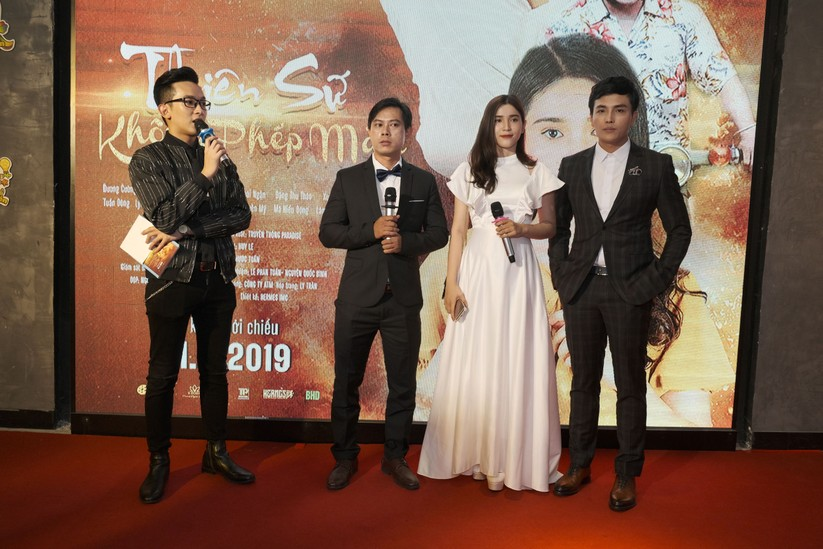 Đạo diễn Lê Nhã Huy, diễn viên Thái Ngân, Mai Hiểu Đông giao lưu cùng khán giả