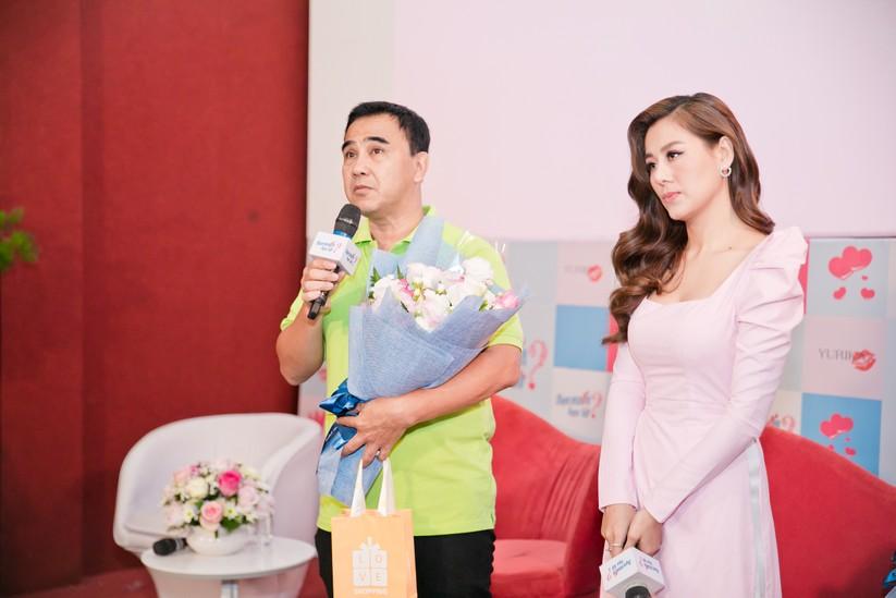 MC Quyền Linh và Nam Thư tại buổi họp báo