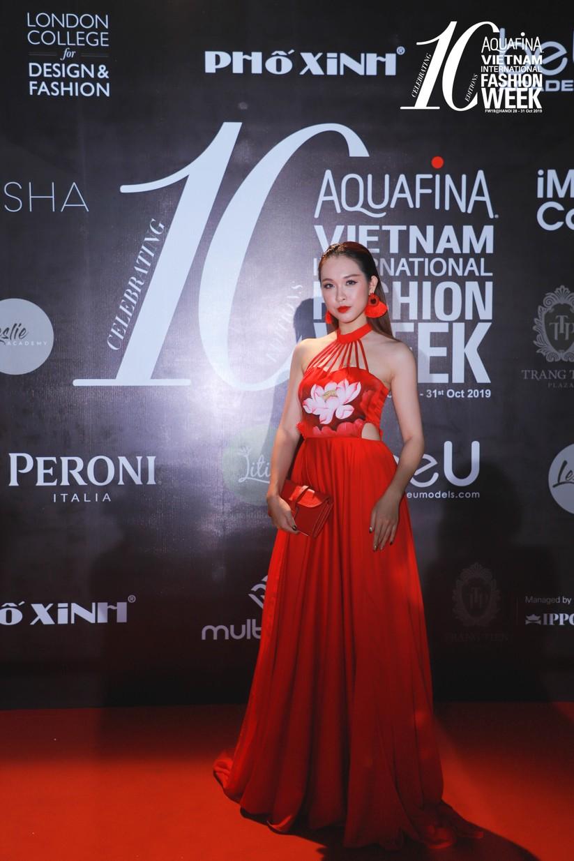 Người đẹp Jolie Nguyễn