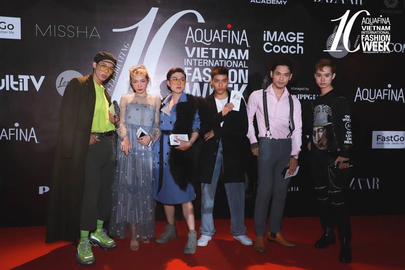 Á hậu Huyền My gây chú ý trong đêm bế mạc tuần lễ thời trang Thu Đông ảnh 9