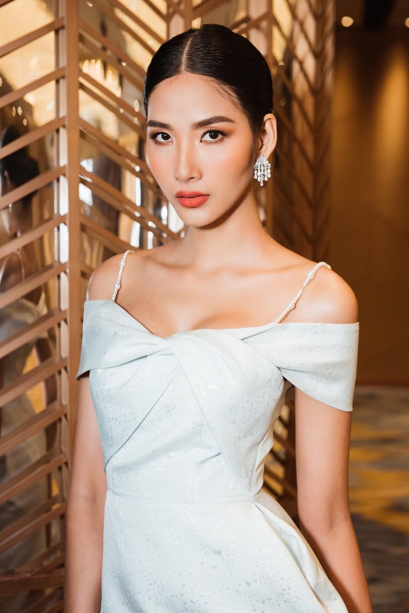 Á hậu Hoàng Thùy khó thể hiện thần thái của Beauty Queen? ảnh 14