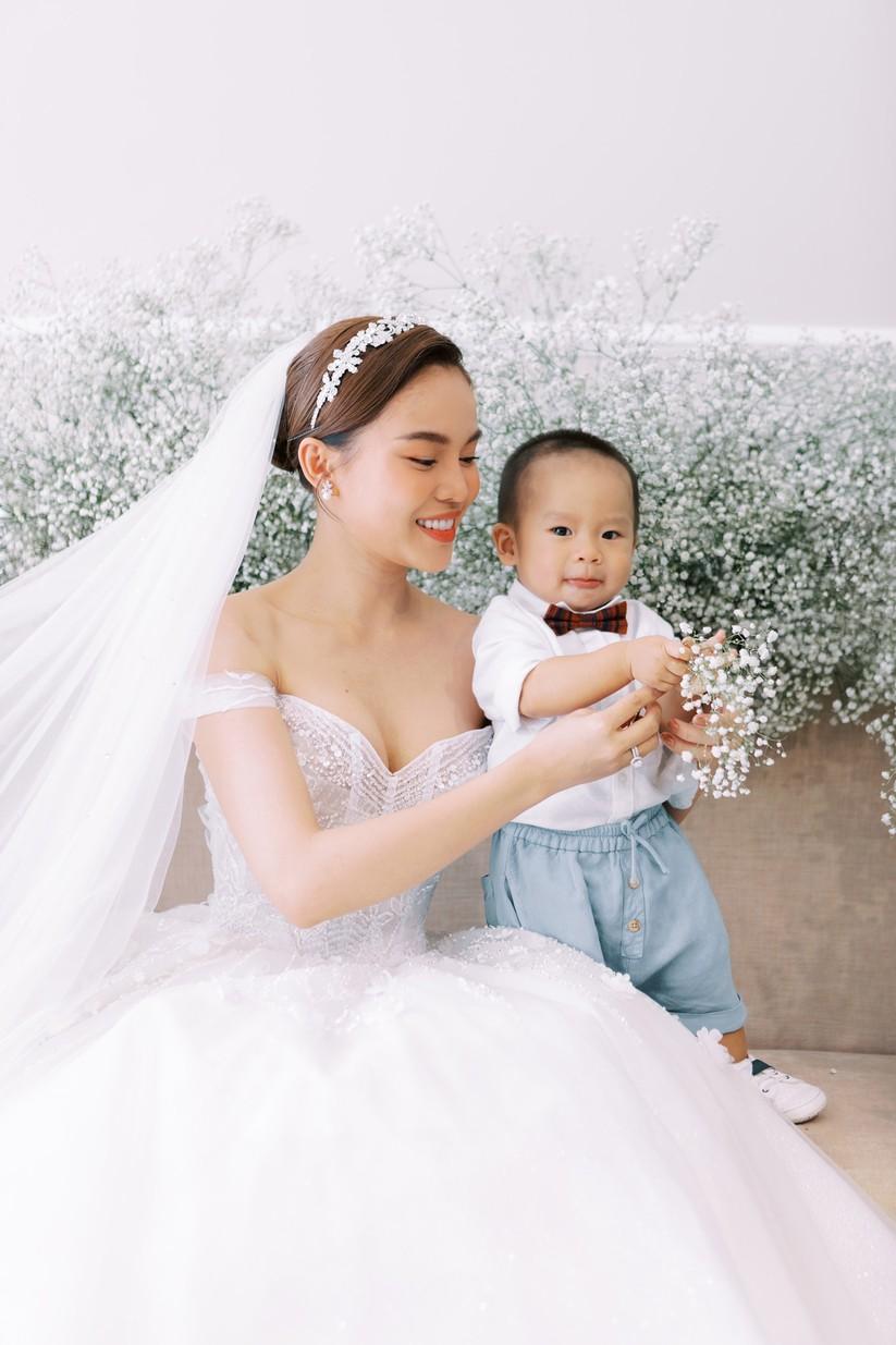 Giang Hồng Ngọc khoe hình cưới cùng chồng và con trai ảnh 2