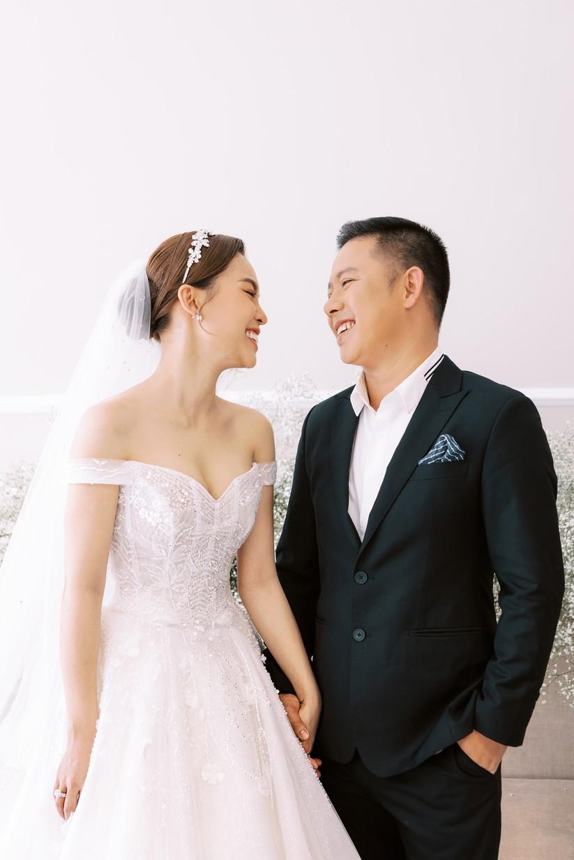 Giang Hồng Ngọc khoe hình cưới cùng chồng và con trai ảnh 9