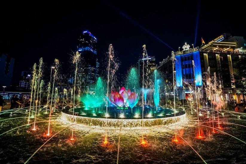 Khánh thành Đài phun nước trong cụm công trình 430 tỉ phố đi bộ Nguyễn Huệ ảnh 3