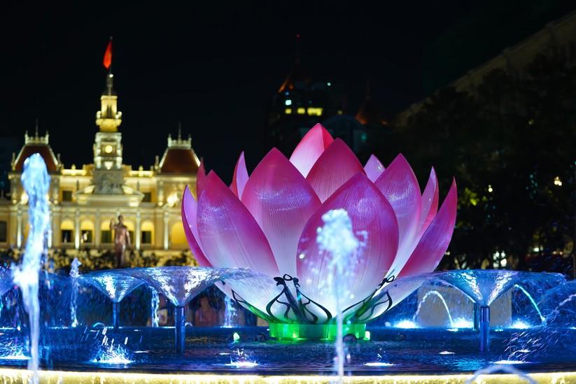 Khánh thành Đài phun nước trong cụm công trình 430 tỉ phố đi bộ Nguyễn Huệ ảnh 5