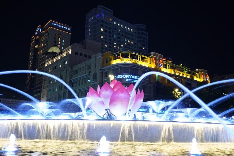 Khánh thành Đài phun nước trong cụm công trình 430 tỉ phố đi bộ Nguyễn Huệ ảnh 6