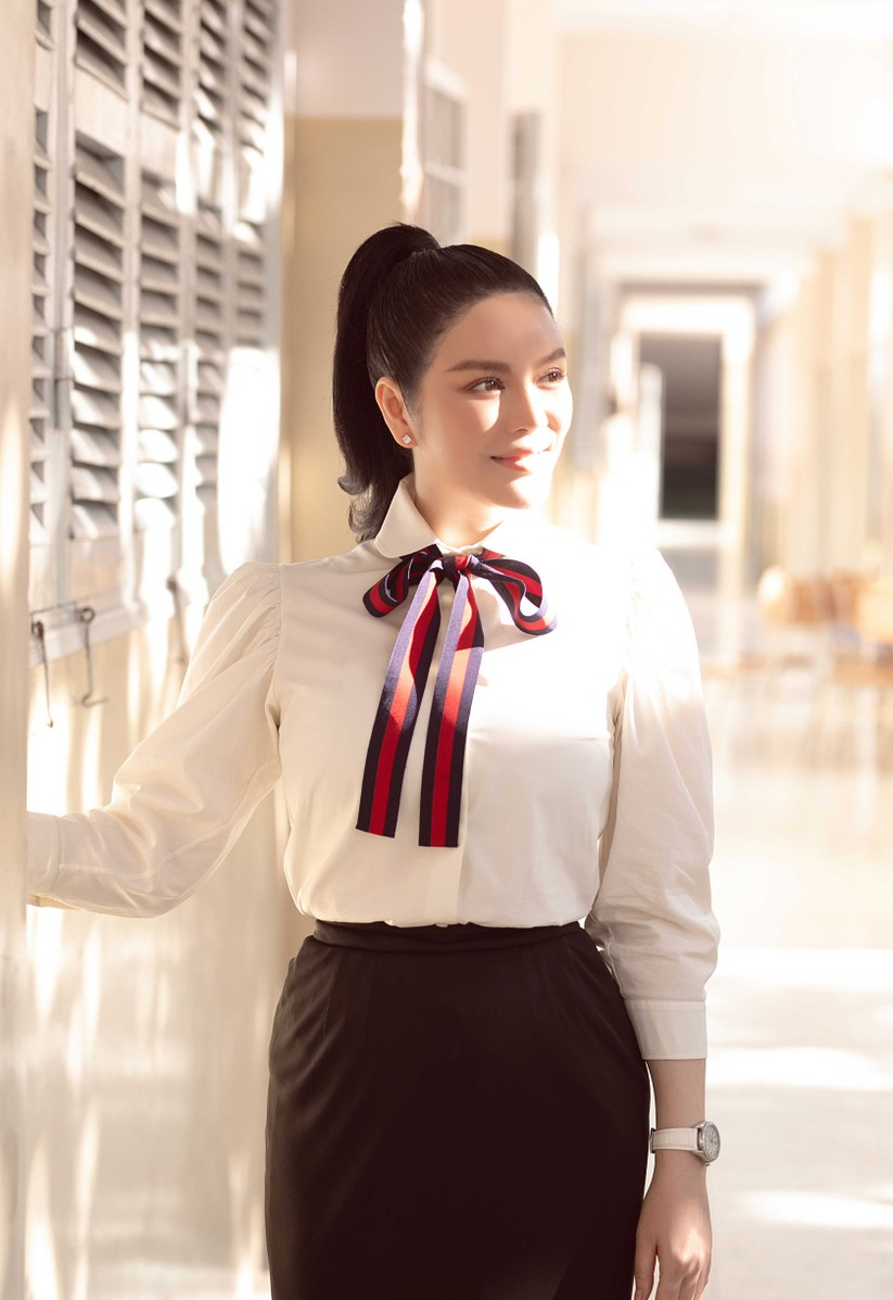 Kiều nữ Lý Nhã Kỳ tài trợ 500 triệu học bổng dịp quay về trường cũ ảnh 3