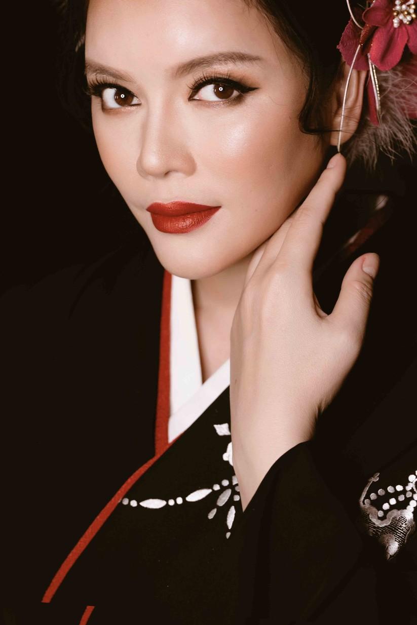 Lý Nhã Kỳ mặc Kimono làm vedette trong show của nhà thiết kế Nhật Bản ảnh 1
