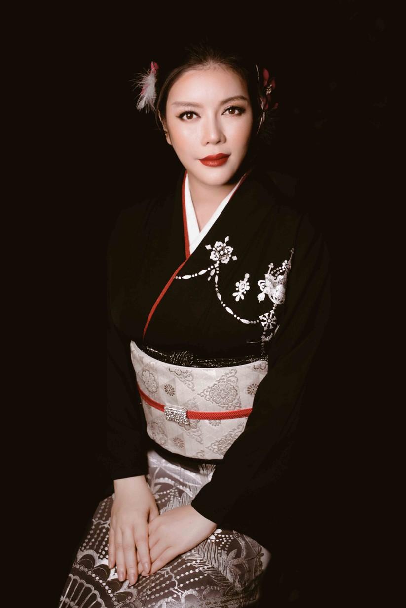 Lý Nhã Kỳ mặc Kimono làm vedette trong show của nhà thiết kế Nhật Bản ảnh 2