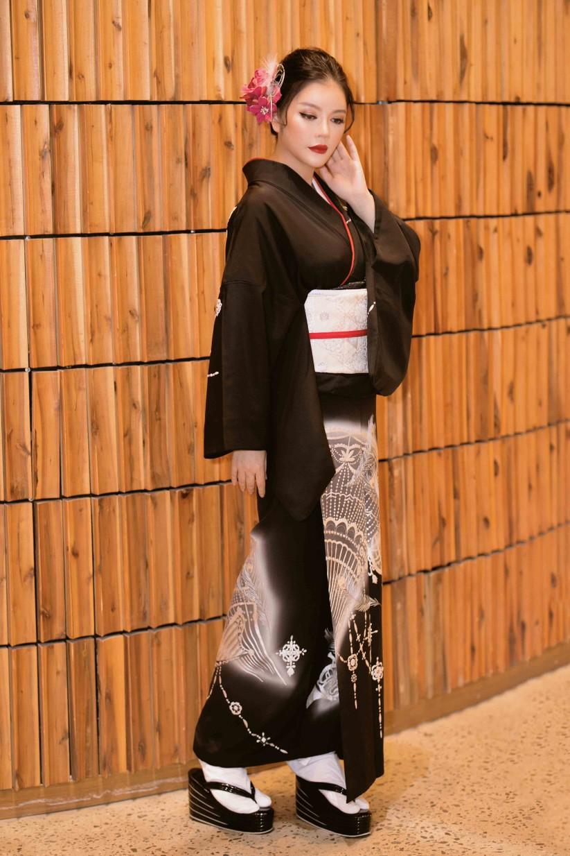 Lý Nhã Kỳ mặc Kimono làm vedette trong show của nhà thiết kế Nhật Bản ảnh 5