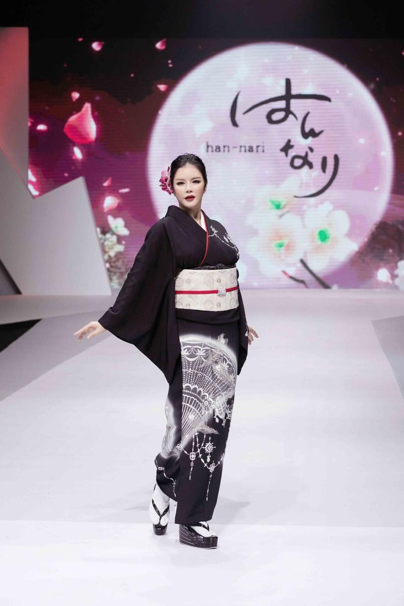 Lý Nhã Kỳ mặc Kimono làm vedette trong show của nhà thiết kế Nhật Bản ảnh 9