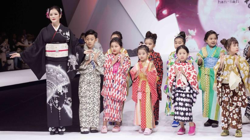 Lý Nhã Kỳ mặc Kimono làm vedette trong show của nhà thiết kế Nhật Bản ảnh 10