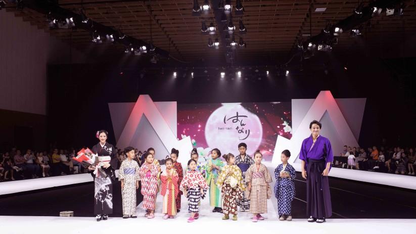 Lý Nhã Kỳ mặc Kimono làm vedette trong show của nhà thiết kế Nhật Bản ảnh 11