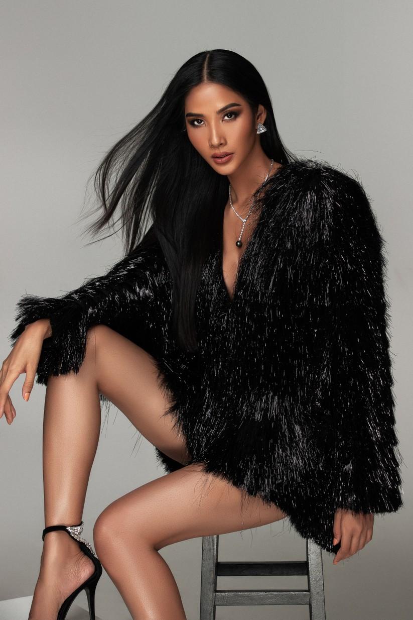 Hoàng Thùy khoe thần thái cực chất trong bộ ảnh chào sân Hoa hậu Hoàn vũ Thế giới 2019 ảnh 4