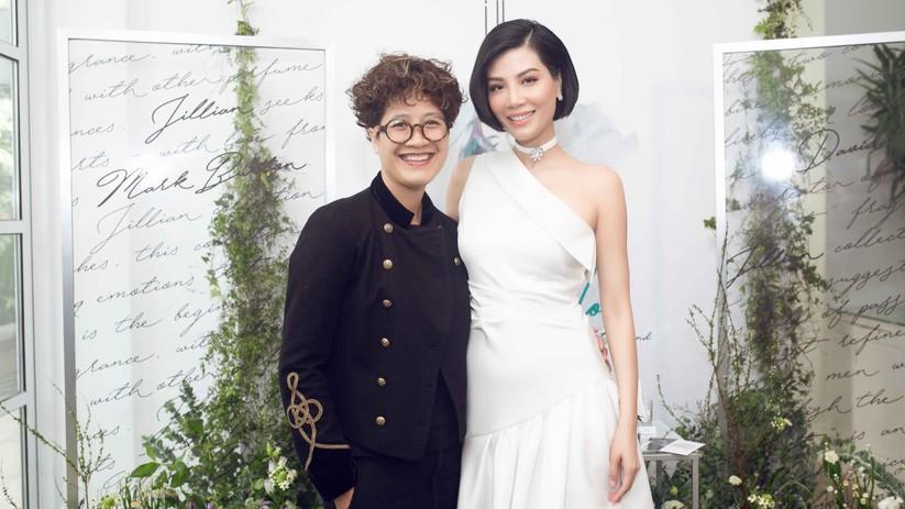 Bà Phạm Thị Hương Giang, đại diện cho nhà phân phối tại Việt Nam và siêu mẫu Vũ Cẩm Nhung