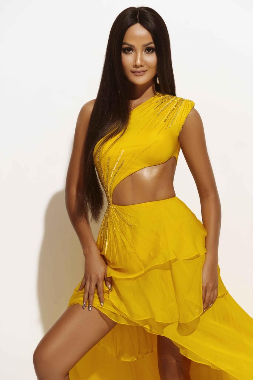 Hoa hậu H'Hen Niê đẹp rực rỡ trong sắc vàng quyền lực ảnh 8