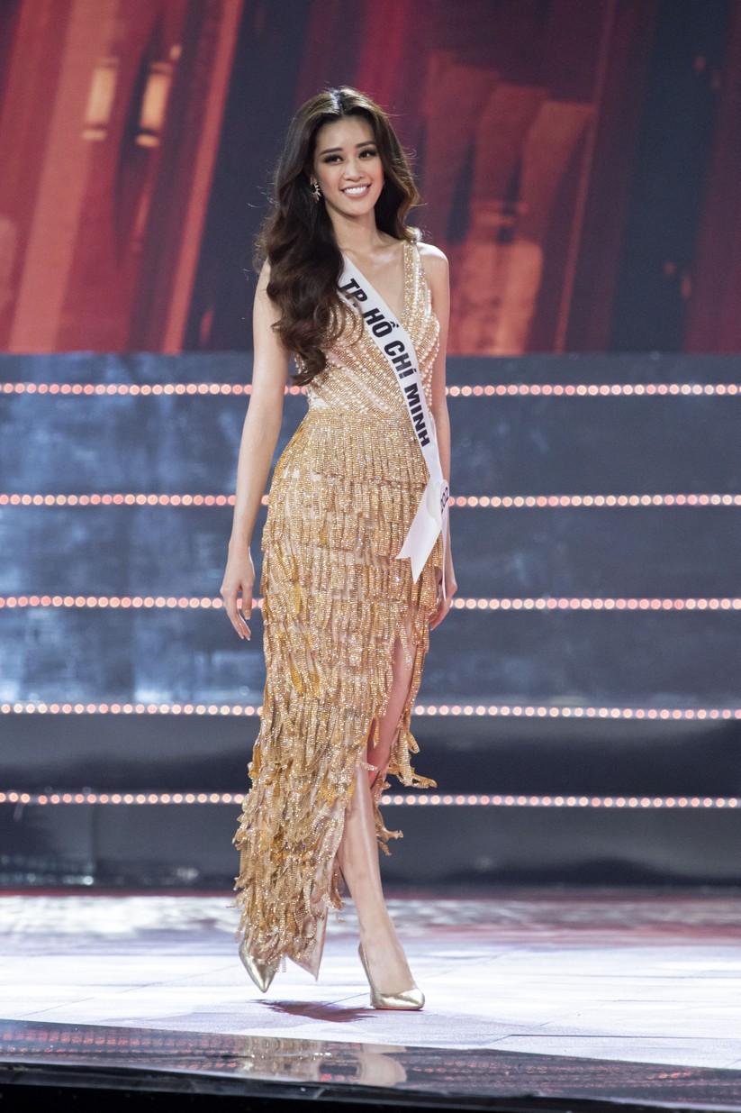 Nguyễn Trần Khánh Vân trong trang phục dạ hội