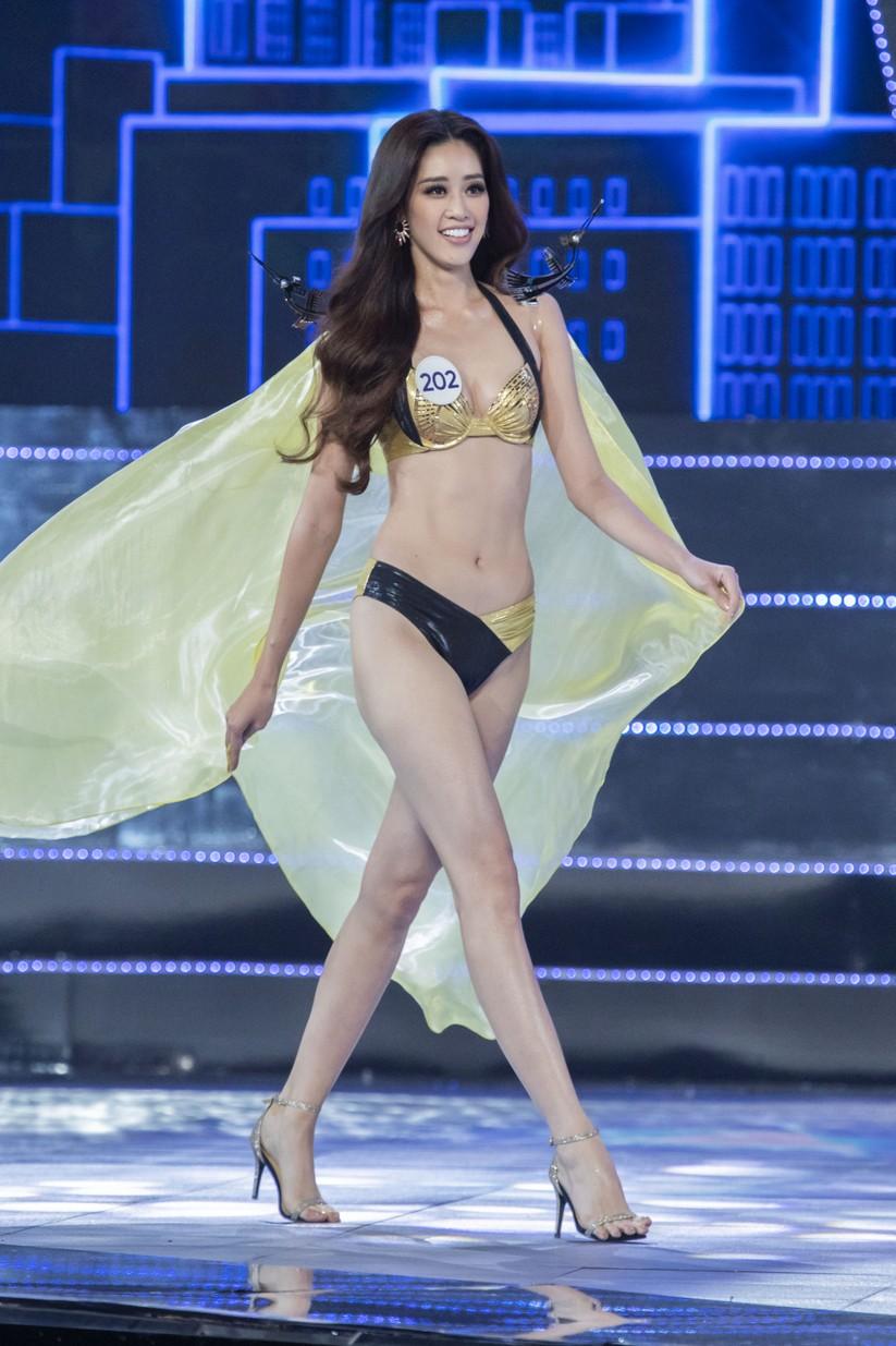 Nguyễn Trần Khánh Vân trong phần thi bikini
