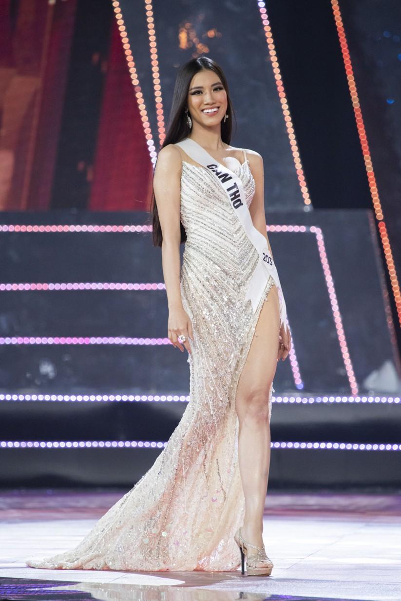 Nguyễn Huỳnh Kim Duyên - Á hậu 1 trong trang phục dạ hội