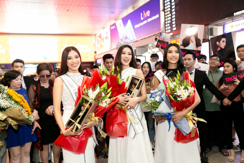 Hoa hậu Khánh Vân và hai Á hậu đẹp rạng rỡ ngày trở về ảnh 6