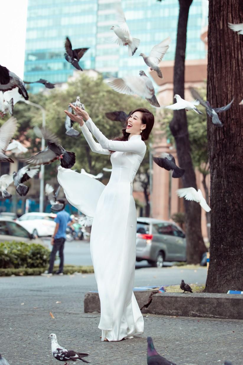 Hoa hậu Khánh Vân mặc trang phục với thông điệp bảo vệ làng nghề làm chiếu ảnh 9