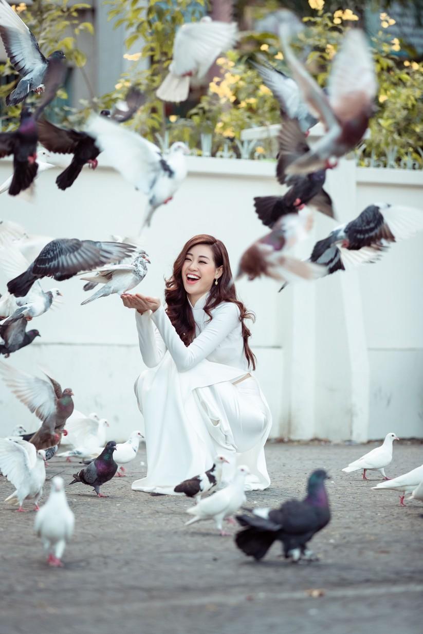 Hoa hậu Khánh Vân mặc trang phục với thông điệp bảo vệ làng nghề làm chiếu ảnh 10