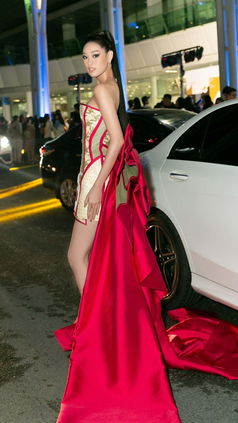 Hoa hậu Khánh Vân mặc trang phục với thông điệp bảo vệ làng nghề làm chiếu ảnh 6