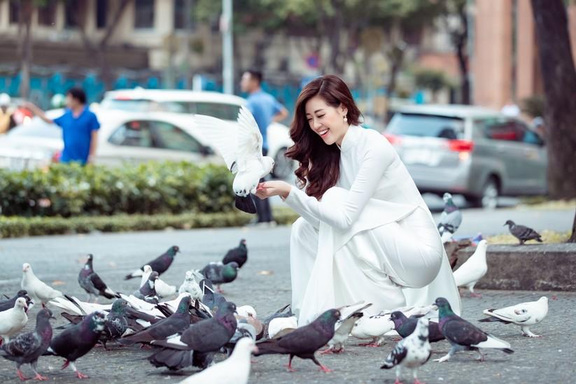 Hoa hậu Khánh Vân mặc trang phục với thông điệp bảo vệ làng nghề làm chiếu ảnh 8