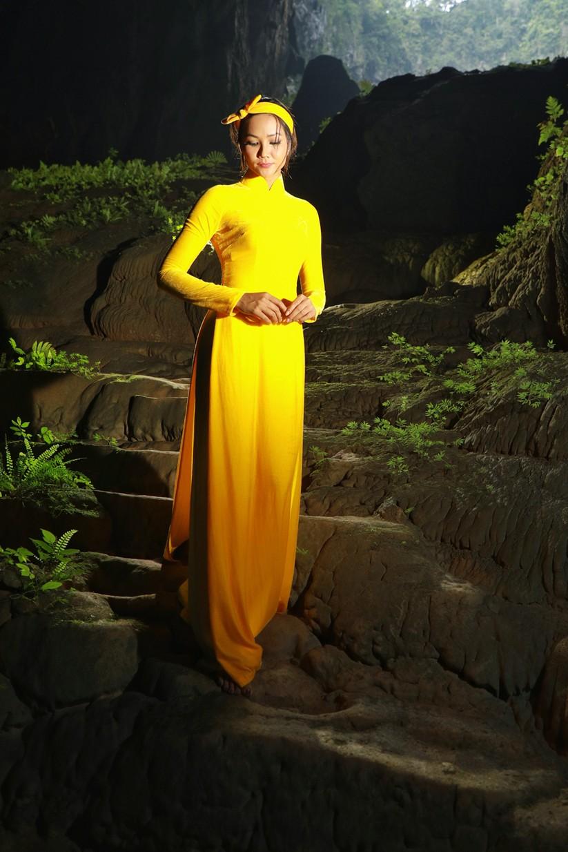 Mãn nhãn với hình ảnh siêu đẹp của Hoa hậu H' Hen Niê trước đại dịch Corona ảnh 4