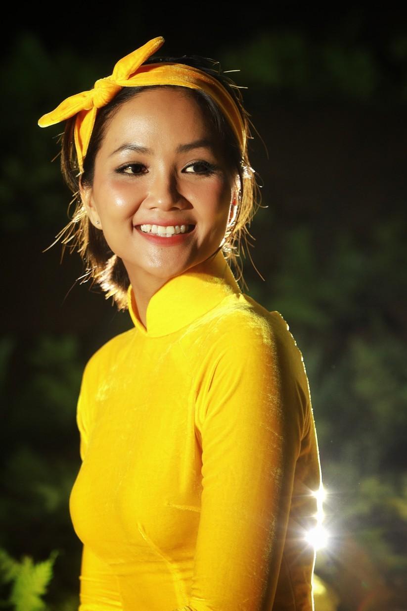 Mãn nhãn với hình ảnh siêu đẹp của Hoa hậu H' Hen Niê trước đại dịch Corona ảnh 8